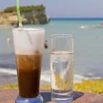 Καφές στην παραλία; Το καλύτερο αντηλιακό σύμφωνα με τους ειδικούς